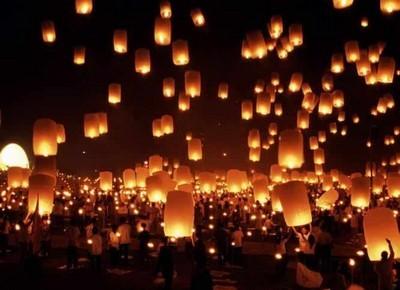 Красивые большие огненные шары в Таиланде